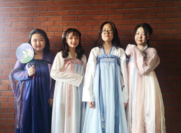 这个端午,文化味十足 ∣北外国际高中学子着汉服、缝香包,体验端午传统习俗,学习优秀传统文化