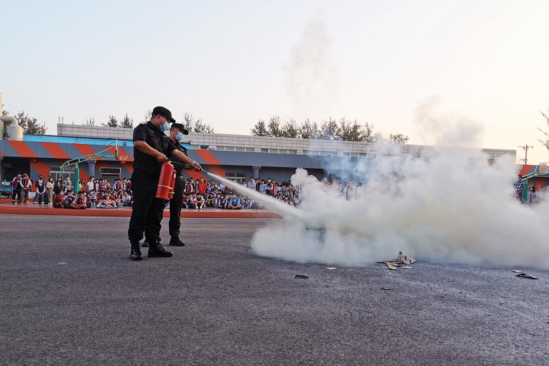 """防患于未  """"燃""""学校开展消防疏散和灭火演习活动"""