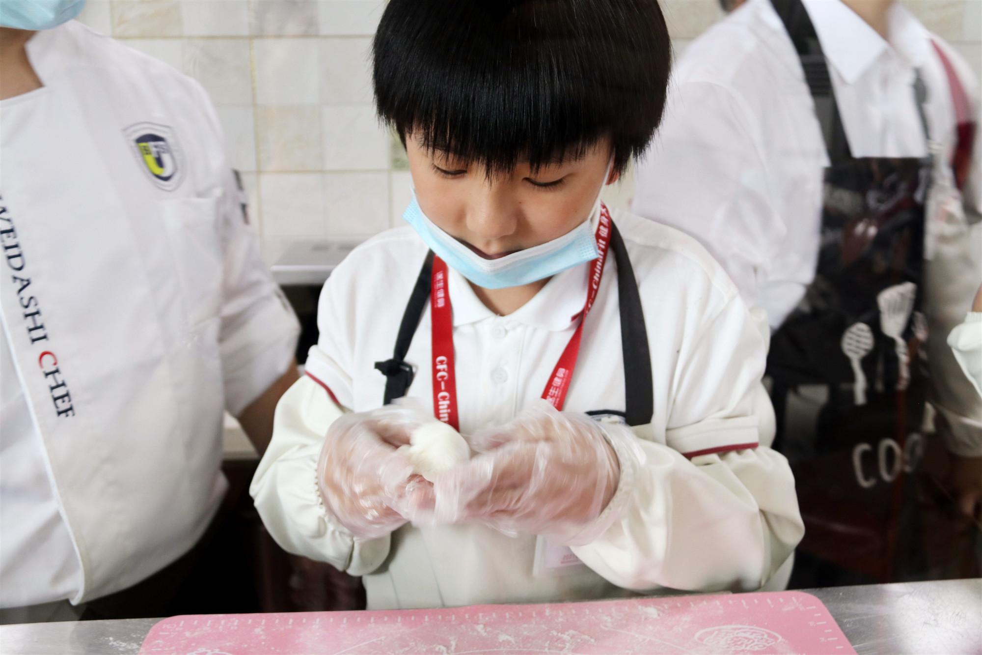 """厨艺社团:""""心承传统文化·中秋冰皮月饼制作活动"""""""